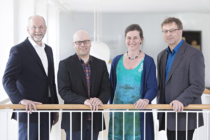 Auf dem Bild befinden sich die Hochschulleitenden. Von links nach rechts: Prorektor Herr Prof. Dr. Lehman-Franßen, Rektor Herr Prof. Dr. Bettig, Prorektorin Frau Prof. Dr. Völter, Kanzler Herr Flegl.