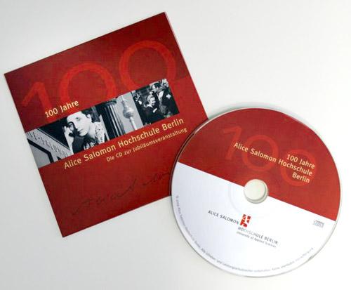 Die CD 200 Jahre Alice Salomon mit Einschubhülle im roten ASH Berlin Design.