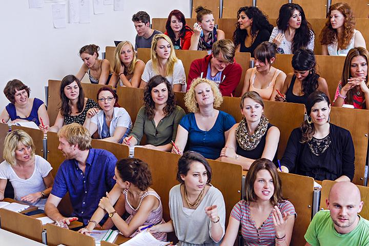 Das Minimax der ASH Berlin ist voll besetzt mit Studierenden.