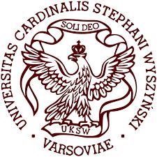 Das Logo der Cardinal Stefan Wyszynski University in Warschau.