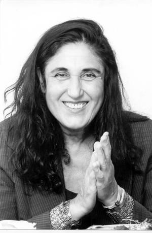 Portraitaufnahme von Emine Sevgi Özdamar
