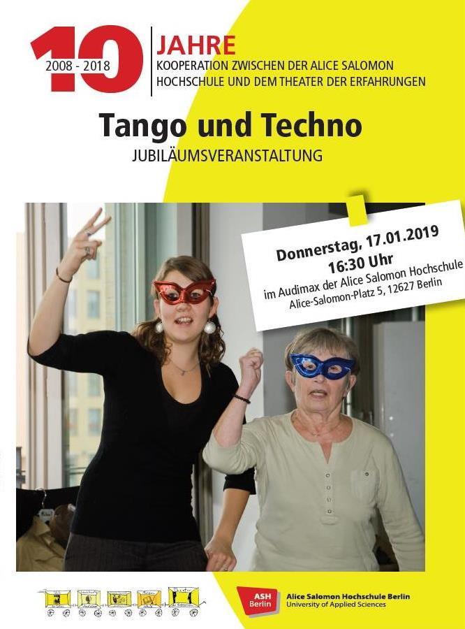 Studierende der Alice Salomon Hochschule und Spieler_innen des Theaters der Erfahrungen gemeinsam auf der Bühne.