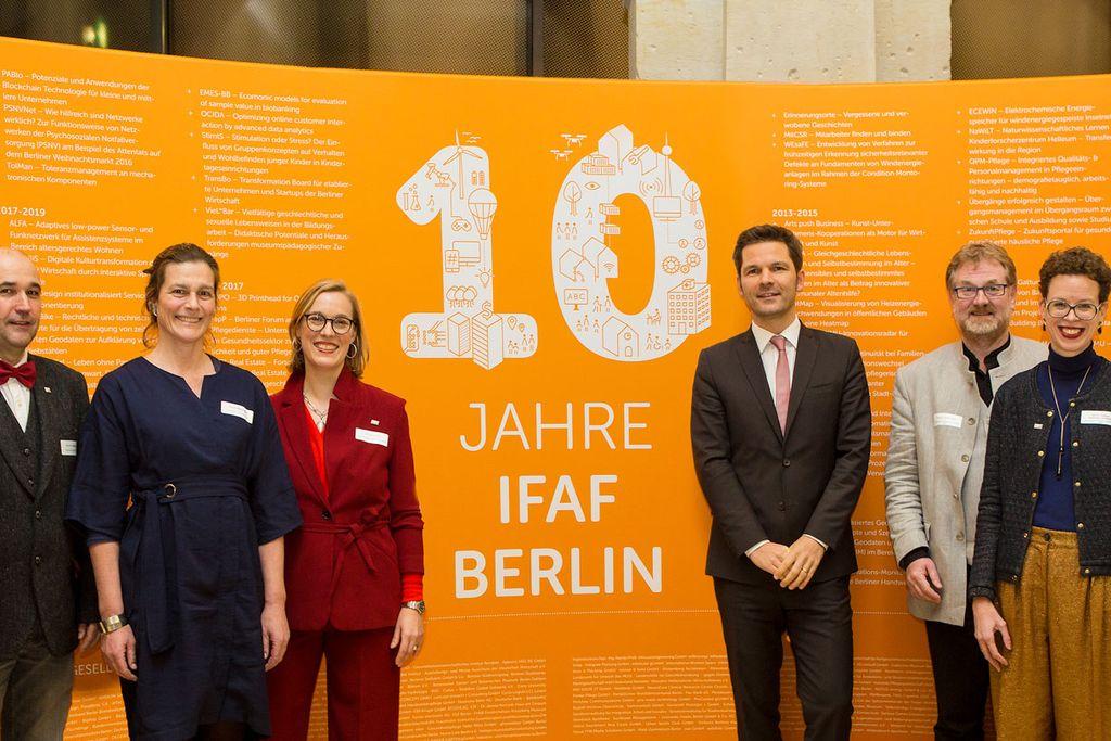 Vergrößern: IFAF-Vorstand und Politik