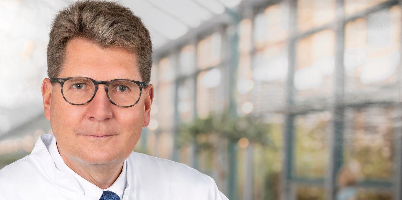 Portraitfoto von Prof. Dr. Axel Ekkernkamp