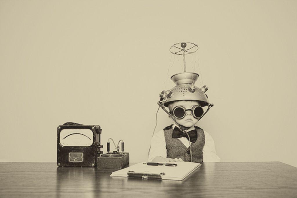 Vergrößern: Mit einem Radio verkabeltes Kind