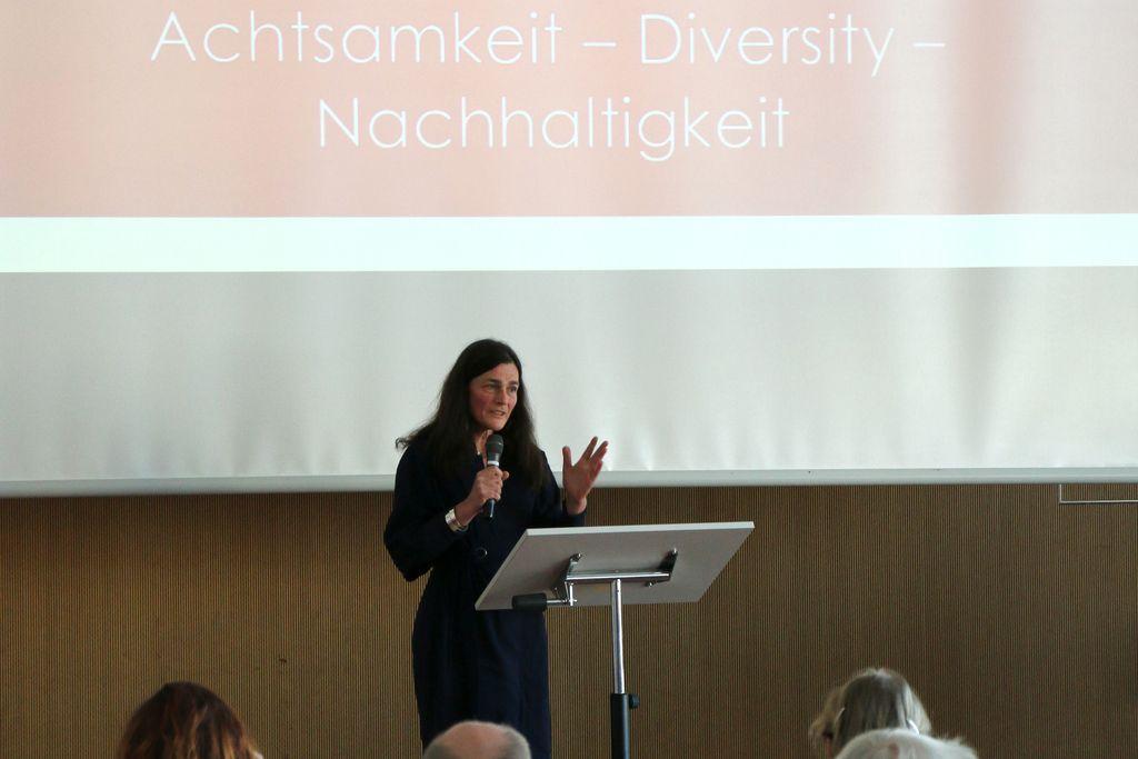 Vergrößern: Hochschultag 2018 - Begrüßung und Einführung durch Rektorin Völter