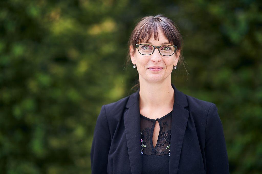 Vergrößern: Portraitfoto von Jana Einsporn die ab dem 1.11.2020 die neue Kanzlerin der ASH Berlin ist