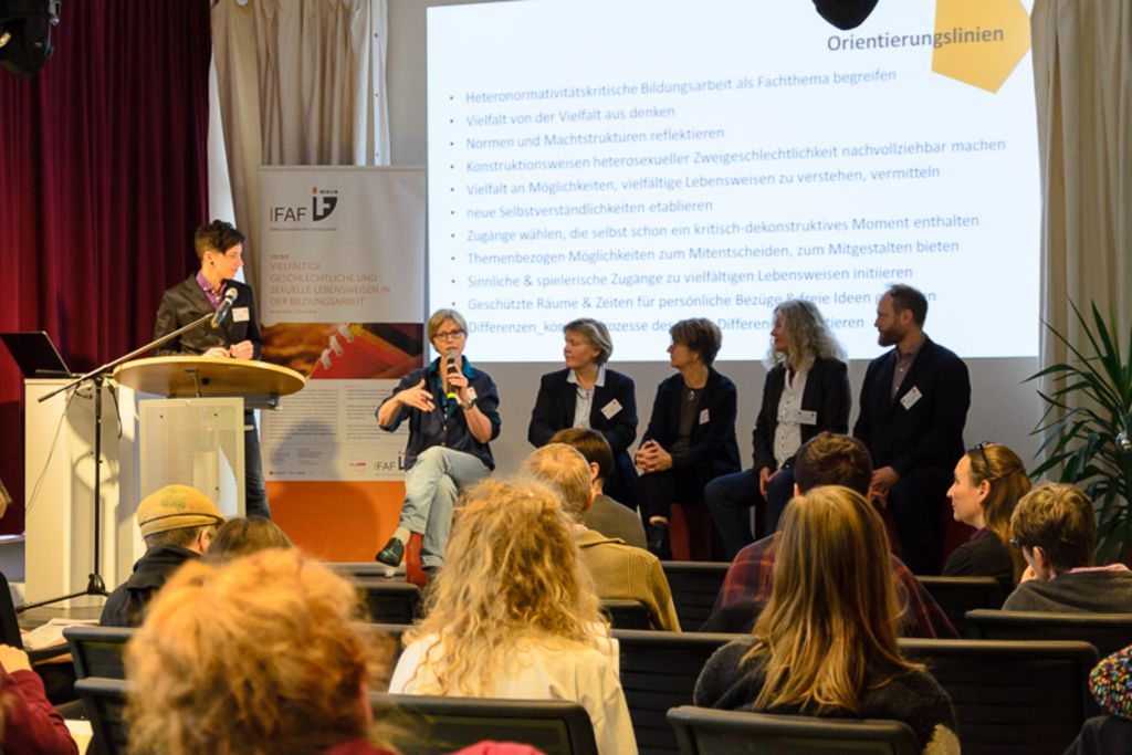 Vergrößern: VieL*Bar-Tagung Diskussion Busche Roters Koop Streib-Brzic Hartmann Nettke