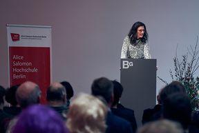 Rektorin Bettina Völter hält die Neujahrsansprache
